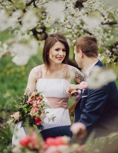 beautiful-moments-slub-wesele-sesja-w-sadzie028