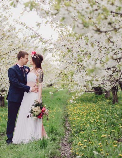 beautiful-moments-slub-wesele-sesja-w-sadzie040