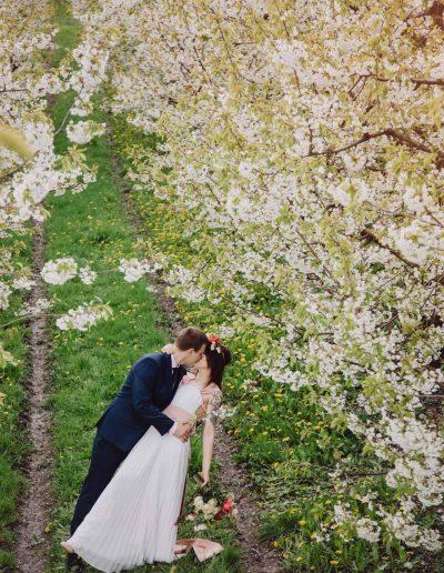 beautiful-moments-slub-wesele-sesja-w-sadzie042