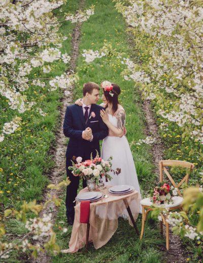 beautiful-moments-slub-wesele-sesja-w-sadzie044