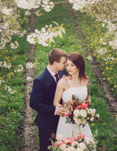 beautiful-moments-slub-wesele-sesja-w-sadzie054