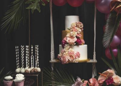 Organizacja wesela - tropikalny słodki stół i dekoracje